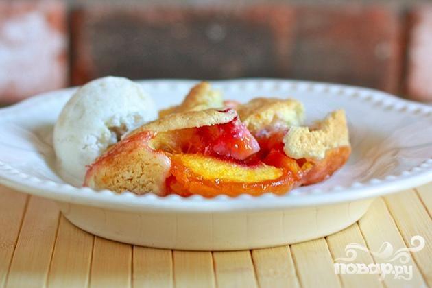 Персиковый коблер с ванилью