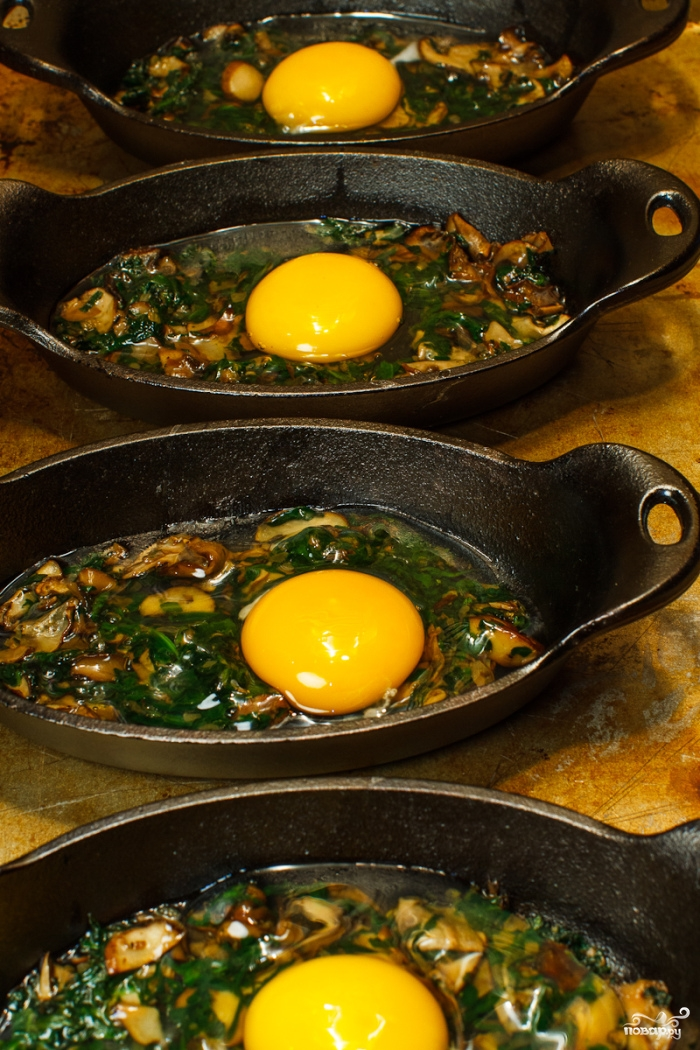 Яичница со шпинатом и грибами в духовке - фото шаг 4