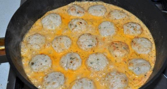 курица в сметанном соусе на сковороде рецепт с фото с чем подавать