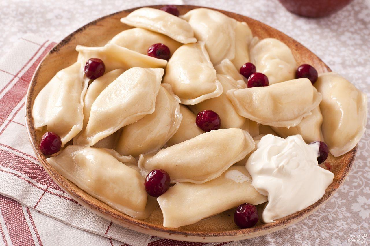 Рецепт Вареники с замороженной вишней
