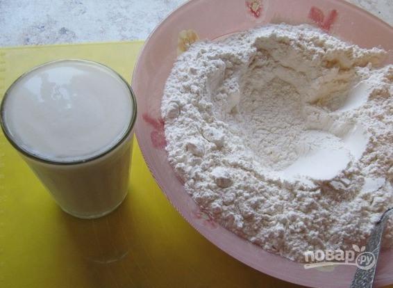 Тесто для вареников на пару на кефире - фото шаг 1