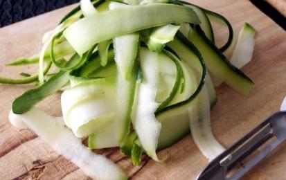 Салат из свежих кабачков - фото шаг 2