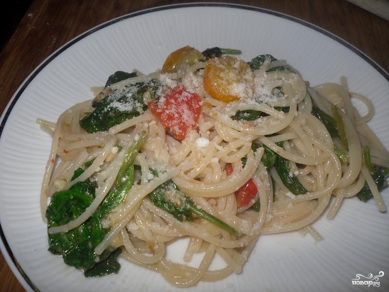 Спагетти со шпинатом и помидорами - фото шаг 3