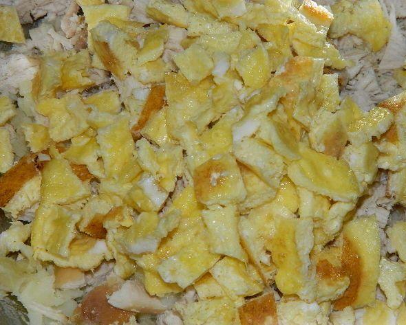 Салат новогодний с кукурузой - фото шаг 5
