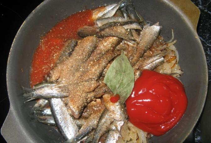 Килька в томатном соусе - фото шаг 3
