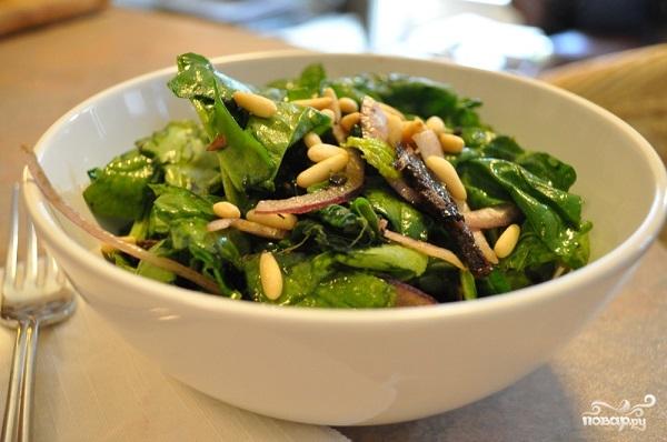 Салат с орехами и грибами