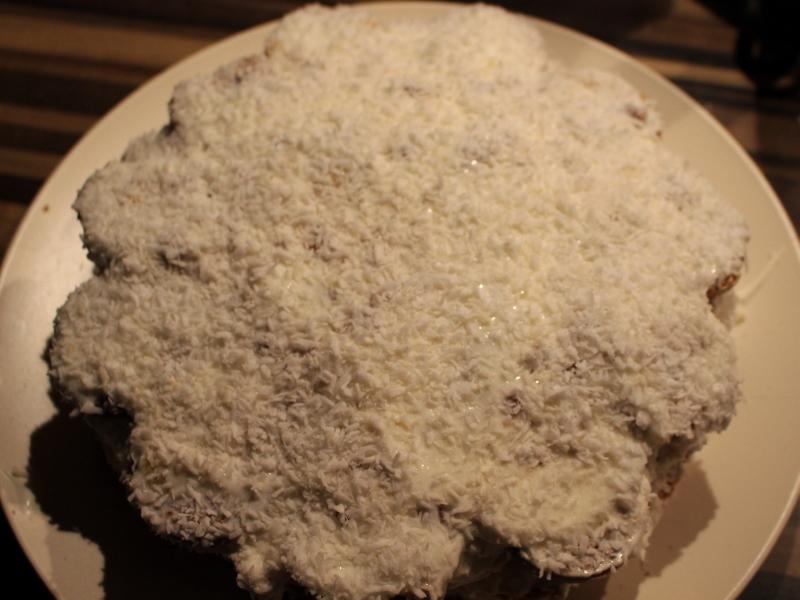 """Торт без выпечки с """"Рафаэлло"""" - фото шаг 11"""
