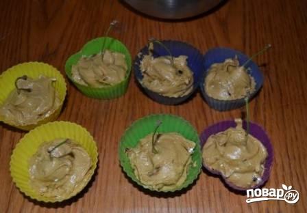 Кексы с вишней - фото шаг 7