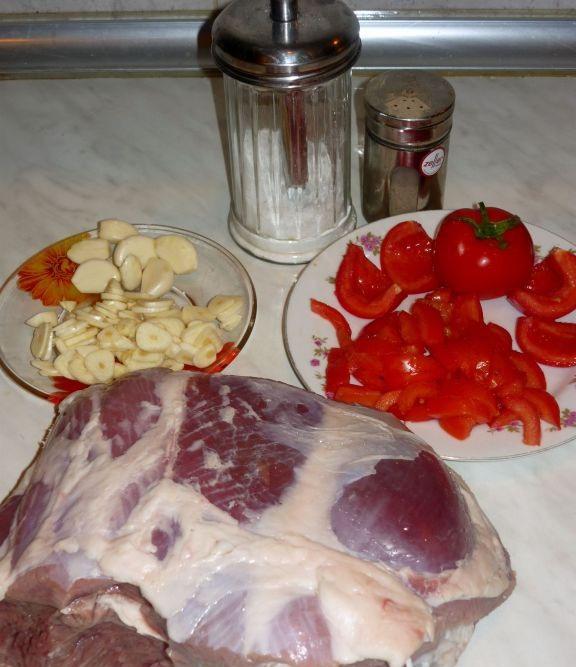 Рецепт Баранина с помидорами в фольге