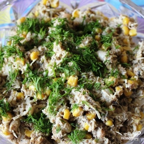 Салат с фасолью консервированной и шпротами