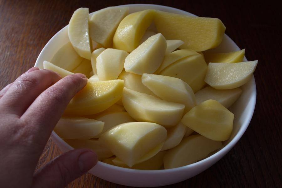 Картофель в духовке с белыми грибами и беконом - фото шаг 5