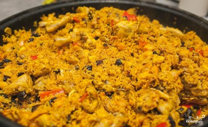 Паэлья с морепродуктами и курицей - фото шаг 5