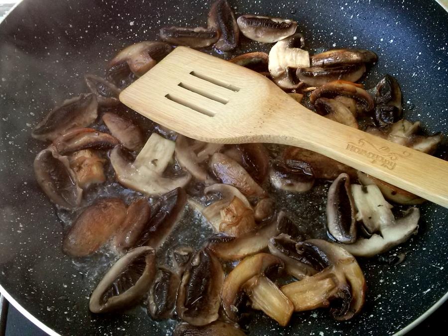 Картофель с грибами на сковороде - фото шаг 8