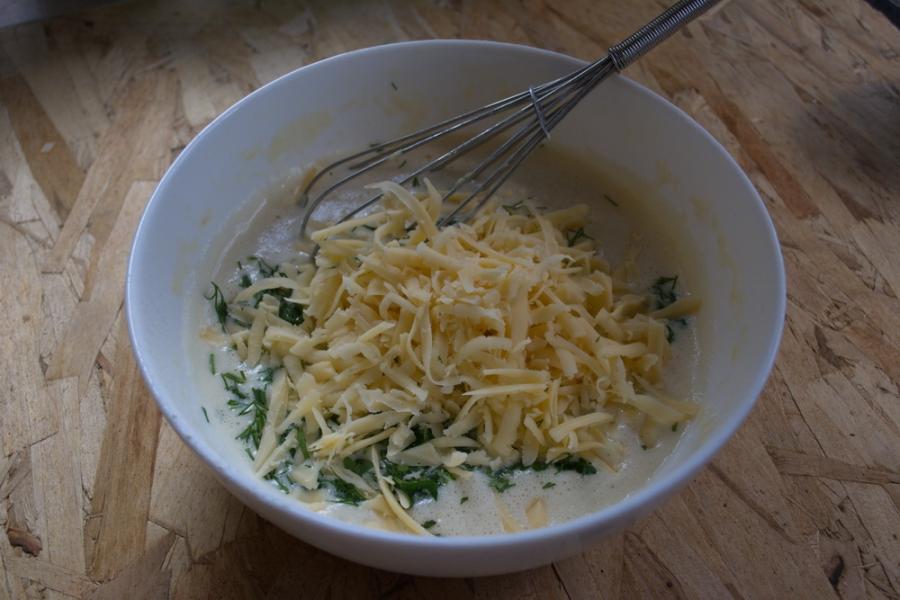 Сырные блины с зеленью - фото шаг 4