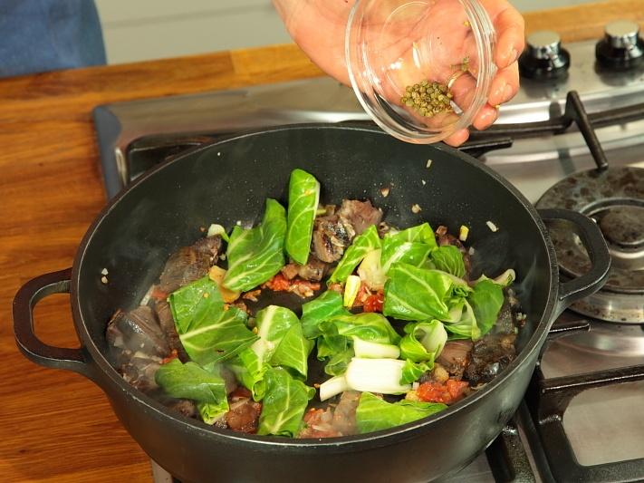 Говядина, тушеная с рисом и овощами - фото шаг 4