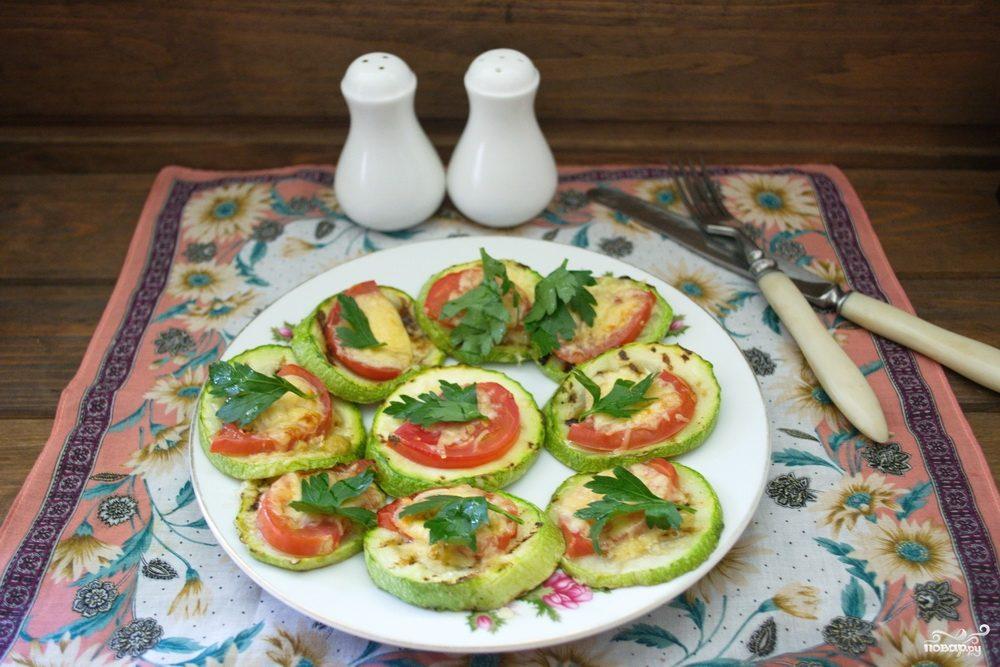 Кабачки с помидорами в духовке с сыром