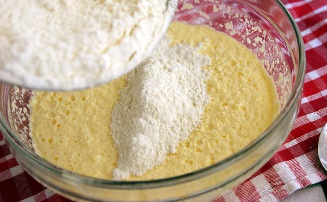 Сливовый пирог перевертыш - фото шаг 2