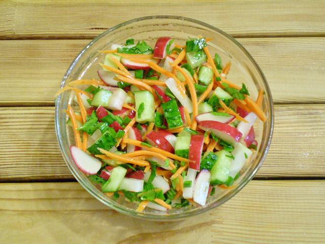 Салат из зелени и овощей - фото шаг 8