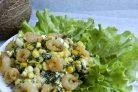 Салат с креветками и яйцами