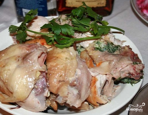 Курица, фаршированная яйцами