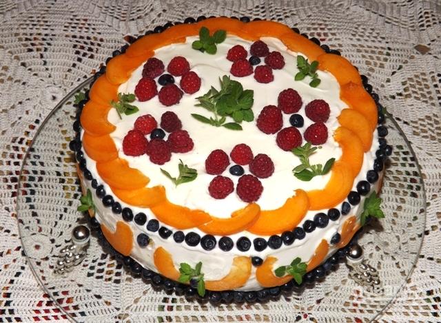 Торт бисквитный с фруктами - фото шаг 9