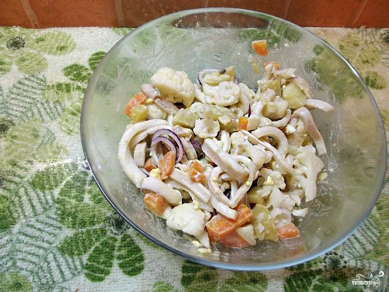 как приготовить картофельный салат с кальмарами?
