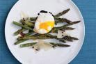 Запеченная спаржа с яйцами