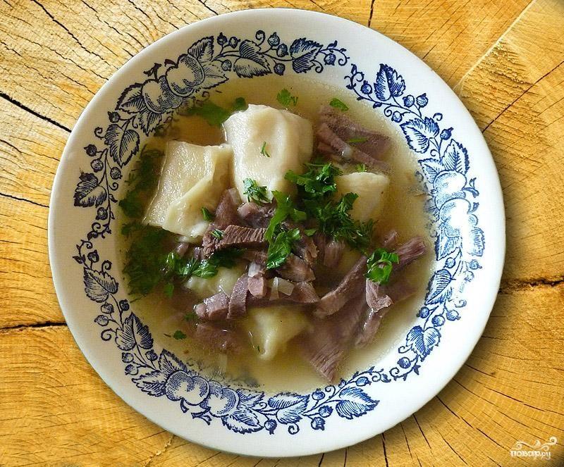 Суп из языка с улитками из теста