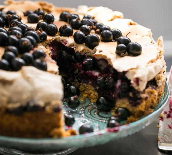 Песочный пирог с черной смородиной - фото шаг 8