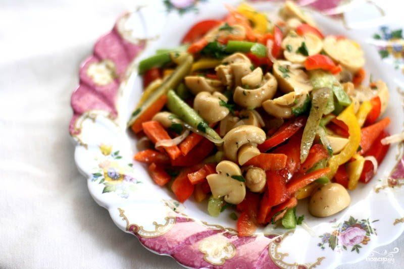 Рецепт Простой салат из шампиньонов консервированных