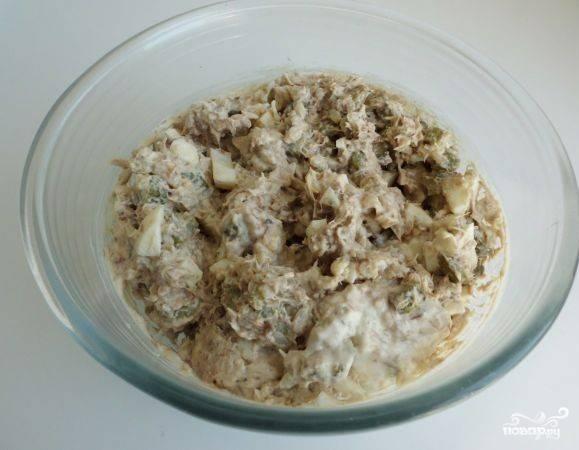 Салат из консервированной скумбрии - фото шаг 5