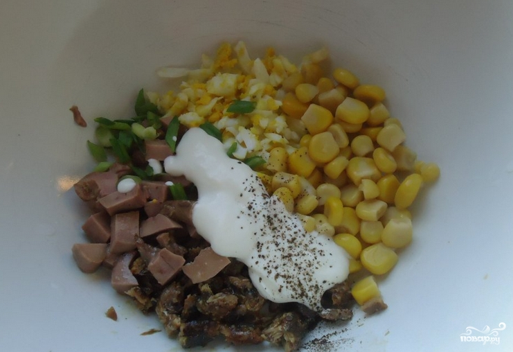 Салат из печени трески с кукурузой - фото шаг 4