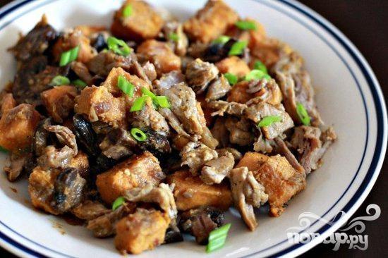 Свинина с грибами и сладким картофелем