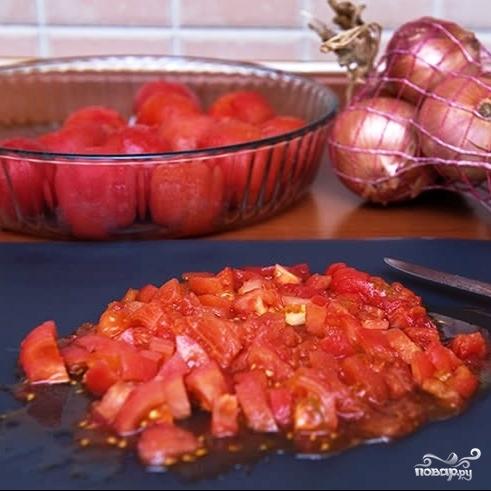 Томатный суп с куриными фрикадельками в горшочке из хлеба - фото шаг 7
