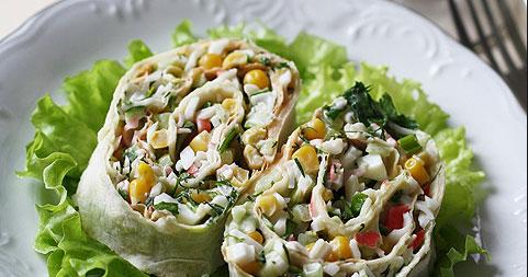 Салат в лаваше с крабовыми палочками и кукурузой - фото шаг 4