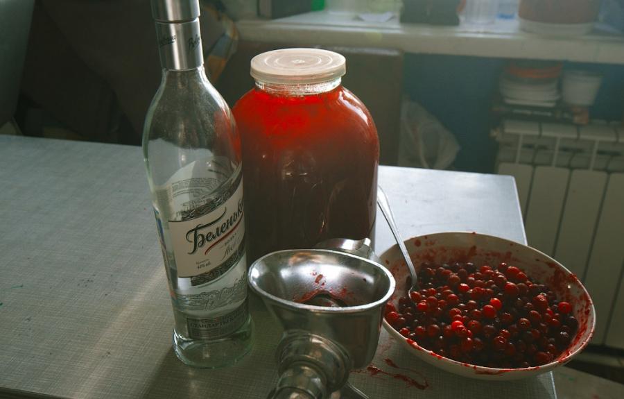 Настойки на спирте с брусникой