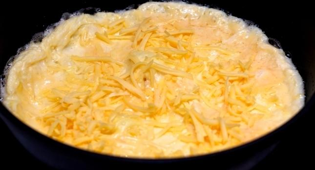 Быстрый омлет на сковороде - фото шаг 4
