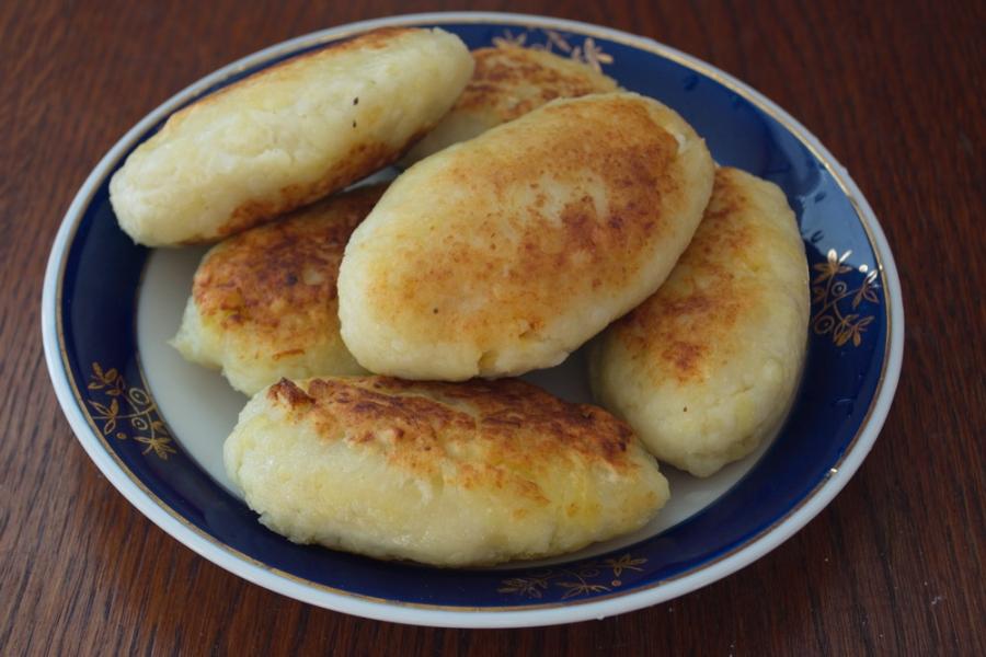 Картофельные котлеты с колбасой - фото шаг 13