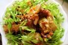 Тушеная свинина с кабачками в сковороде