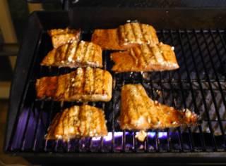 Филе лосося на решетке - фото шаг 7