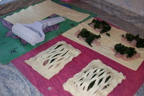 Слоеные пирожки с рыбой - фото шаг 6