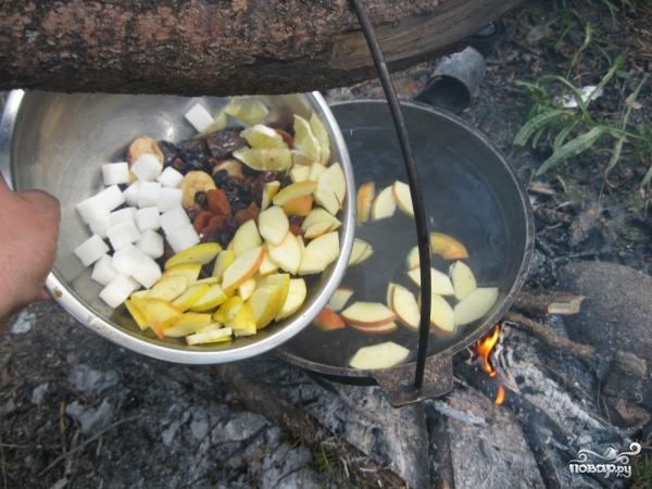 Компот из сухофруктов и свежих яблок - фото шаг 2