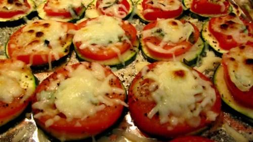 Кабачки, запеченные с чесноком и помидорами - фото шаг 6