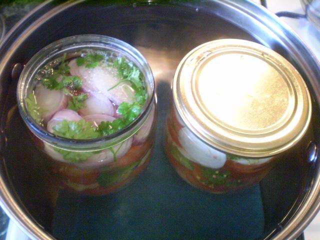 Салат из помидоров на зиму с луком - фото шаг 7