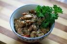 Мясо с грибами на сковороде