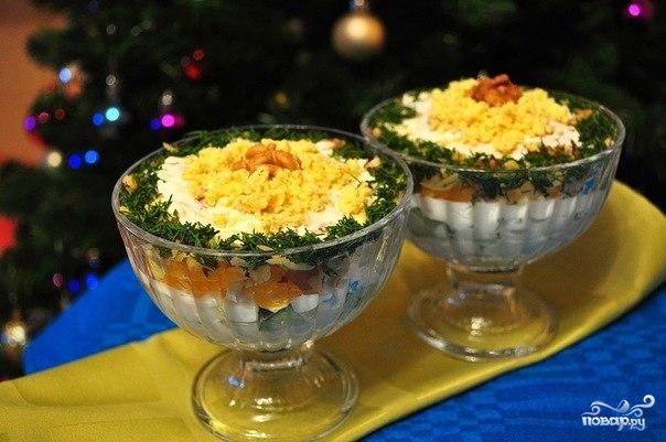 Салат с курицей в креманках