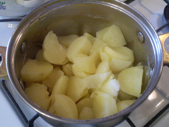 Картофель под чесночно-сырным соусом - фото шаг 4