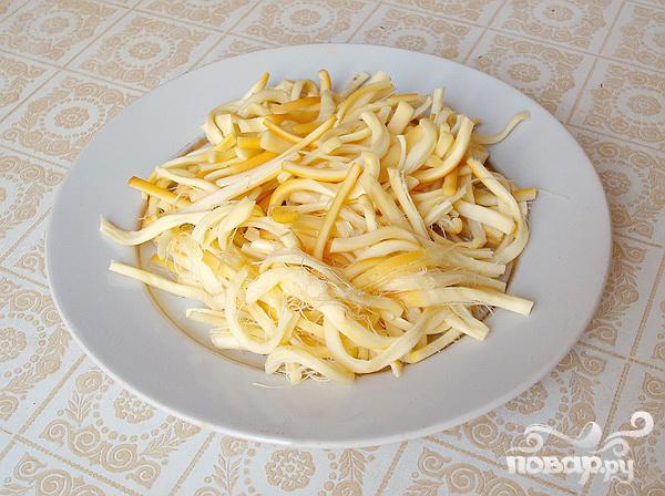 Салат из сердца с копченым сыром и цикорием - фото шаг 3