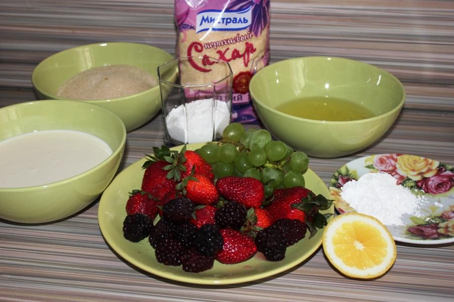 Воздушные меренги с ягодами - фото шаг 1