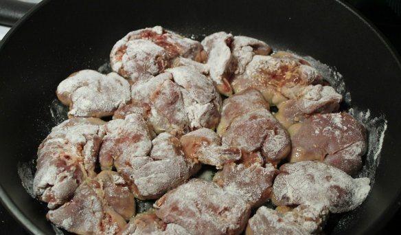 Печень на сковороде - фото шаг 3